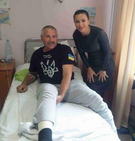 Ани Лорак в госпитале солдат ВСУ