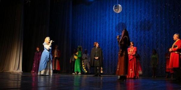Плотницкий на сцене в Луганске. Драматический театр