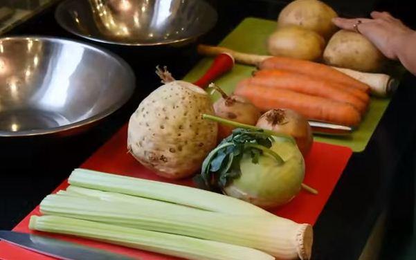 Венгерский фасолевый суп-гуляш