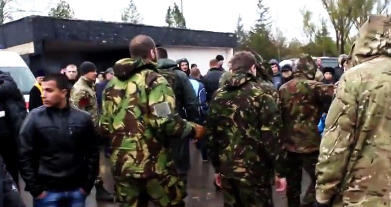 Ветераны АТО прогнали Правый сектор с кладбища 2