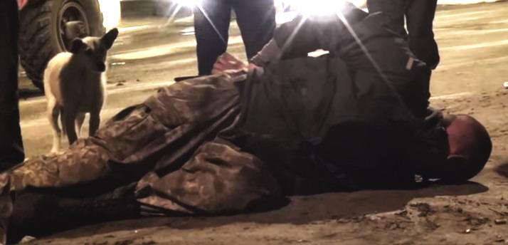 Патриоты Украины. Военнослужащий напал на ГАИ с ножом