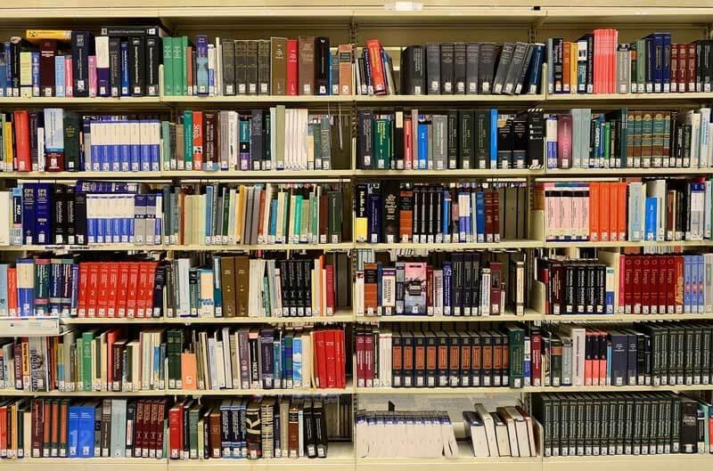 Наличие в собственности домашней библиотеки может стать прекрасной основой одной, очень интересной идеи для бизнеса.